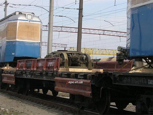Также на платформах привезли несколько колесных пар и тележек для этих трамваев