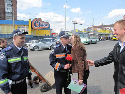 Вінницький «Фронт змін» роздав ДАЇшникам торти