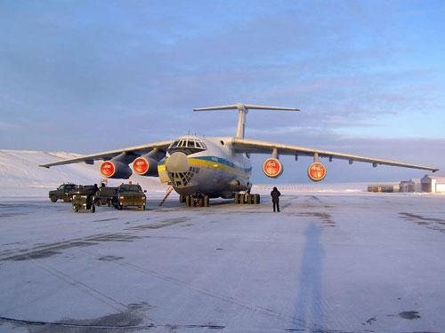 українські військові льотчики на літаку Іл-76МД перевезли на острові Гренландія понад 340 тисяч літрів пального