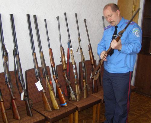 Більше 100 одиниць незареєстрованої зброї добровільно здали в міліцію