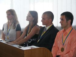 у мерії нагороджували і команду «Невгамовні», яка захищала честь Вінниці у телевізійному проекті «Битва українських міст»