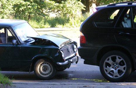 «жигули-копейка» с размаху догнала BMW