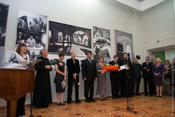 """Краківські фотохудожники Малгожата і Єжи Карнасевичі презентували у краєзнавчому музеї виставку """"Польща і Поляки на зламі епох"""""""