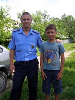 Дільничний інспектор міліції врятував 9-річного хлопчика, який ледь не потонув у річці