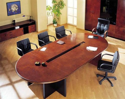 Большой раскладной стол в личном кабинете