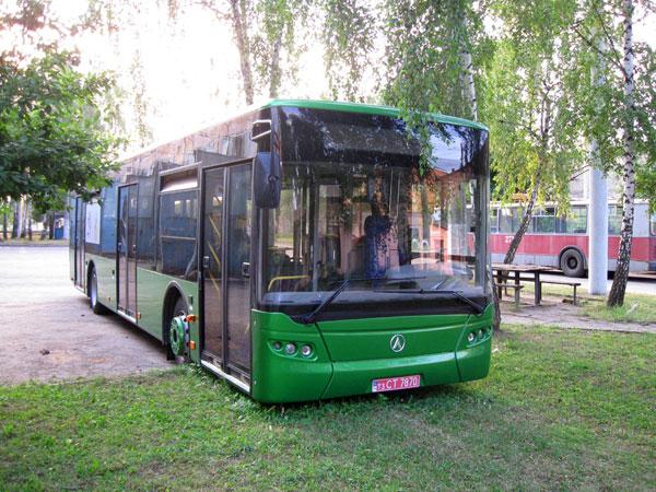 Новый автобус ЛАЗ в депо. Автор фото ANDREY