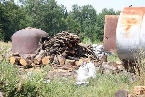 В Чечельницькому районі виявлено підпільний цех по виготовленню деревинного вугілля