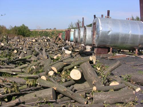 У полі під Тивровом виготовляли деревне вугілля