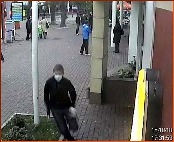 Невідомій в приміщення ресторану «МакДональдс» кинув саморобну димову шашку