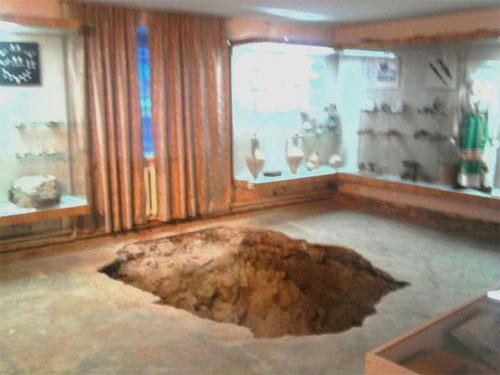 Підкоп чи провал під музеєм? ..