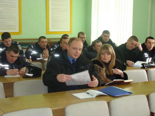 Аби підготуватись  до «Євро – 2012», в управлінні ДАІ Вінниччини посилено вивчають англійську мову