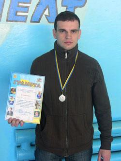Юрій Гойнов, співробітник відділу податкової міліції Козятинської ОДПІ, здобув срібло і друге місце в особистому заліку на першості з гирьового спорту