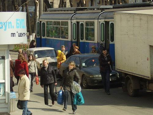 Трамвайна зупинка з перешкодами
