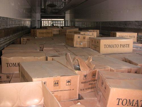 На Вінниччині податківці вилучили 20 тонн простроченої томатної пасти