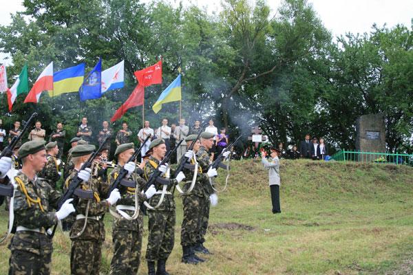На Вінниччині відкрили пам'ятний знак військовим морякам