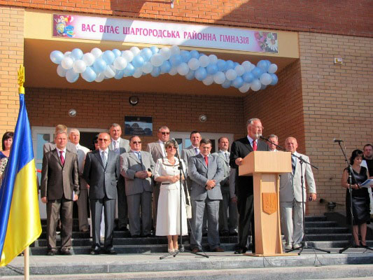 Дмитро Табачник, Микола Джига, Валерій Мутіян та Віктор Корж 1 вересня відкривали сучасну гімназію на Вінниччині