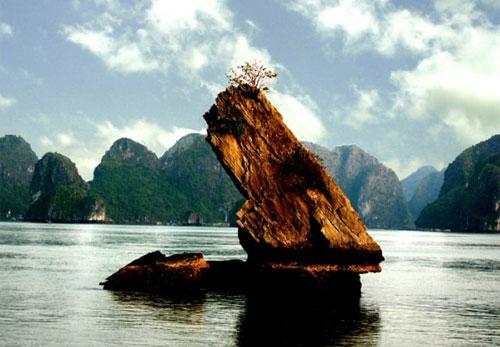 Бухта Халонг у В'єтнамі