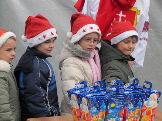 42 тисячі подарунків дітям – від Порошенка
