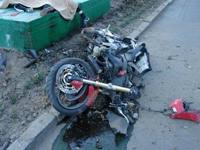 розбився мотоцикліст