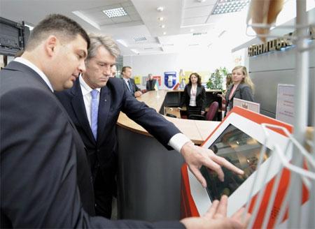 Президент ознайомився із роботою новоствореного Центру адміністративних послуг «Прозорий офіс» Вінницької міськради
