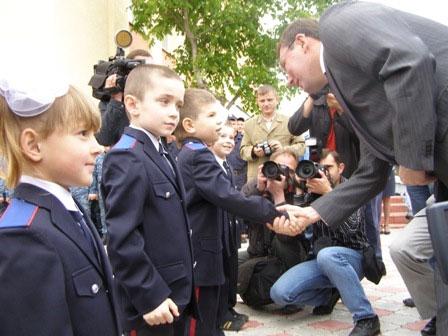 головного міліціонера вітають маленькі вихованці відомчого дитячого садка «Теремок»