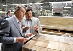 Віктор Ющенко ознайомився з роботою спільного українсько-польського деревообробного підприємства «Барлінек Інвест»
