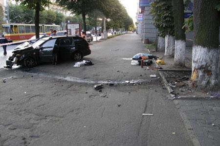 Студент на «Шевроле» сбил двух дворников и скрылся с места ДТП