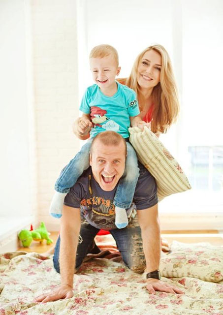В'ячеслав Узєлков з дружиною та сином