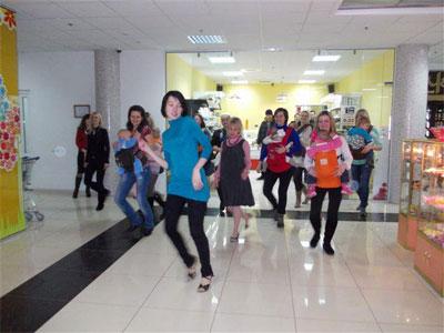 """танцювальний флешмоб громадської організації """"Тереторія мам"""""""
