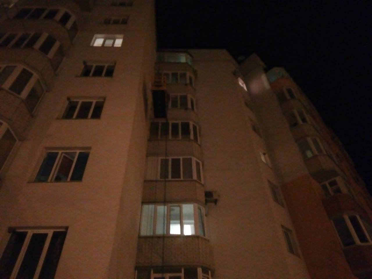 Вінницькі рятувальники звільнили заблокованих на висоті художників