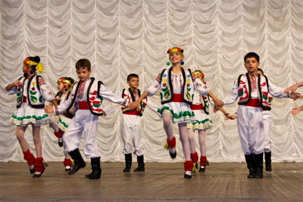 """Танцювальний колектив школи """"Вишенька"""""""