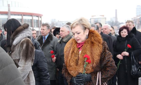 покладання квітів біля пам'ятника ім. В. Стуса