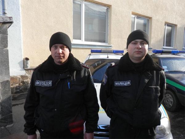 Молодший інспектор групи затримання Ігор Телівера та міліціонер-водій Іван Козбін