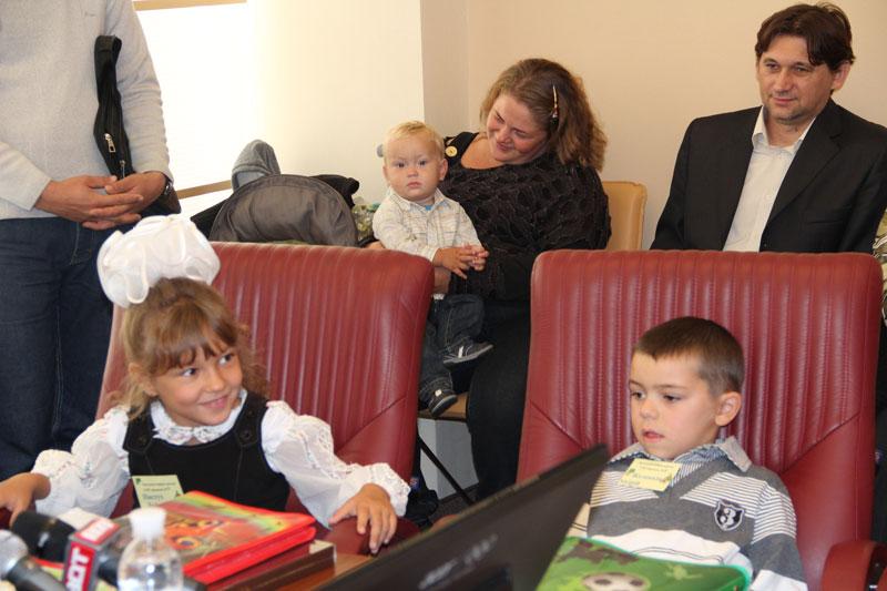 До 1 вересня подарунки від мерії отримали діти-сироти і позбавлені батьківського піклування