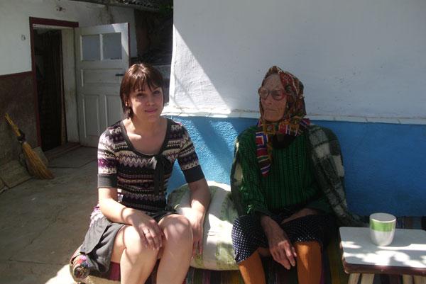 Калина Дудой із онукою Оленкою