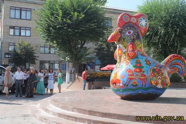 """Чотириметровий """"дивоптах"""" пройшовся сьогодні вулицями Вінниці"""