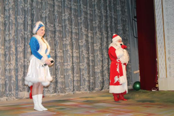 Дід Мороз та Снігуронька завітали на свято до дітей
