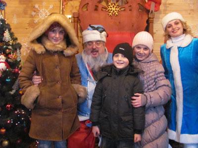 """Дітки отримали подарунки у Резиденції Діда Мороза завдяки акції """"День світлих вчинків"""""""