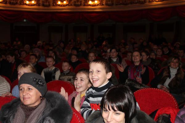 У театрі Садовського привітали з новорічними святами діток з Вінницької області