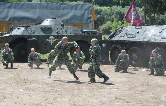 Для гостей курсанти табору продемонстрували майстер-клас з рукопашного бою,