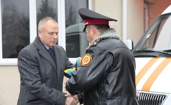 Ключі від спеціалізованого авто рятівники області отримали з рук Радника Президента України Миколи Джиги.