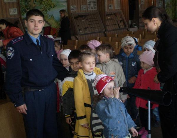 Міліціонери вчать дошкільнят не розгублюватись у важких життєвих ситуаціях