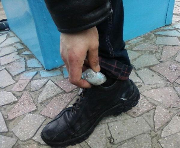 зловмисник ховав наркотики у шкарпетках