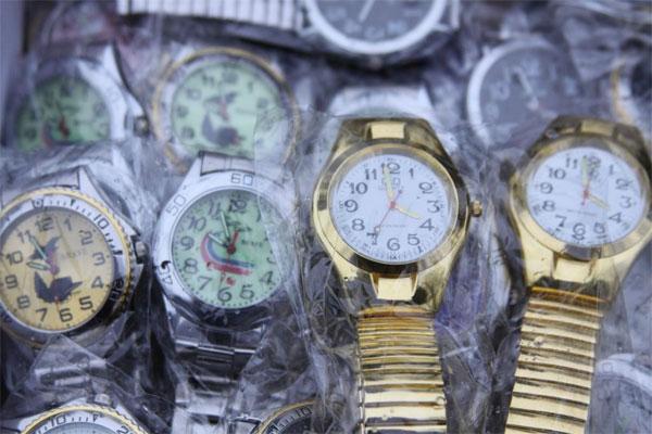 Годинники. які отримали міліціонери у подарунок