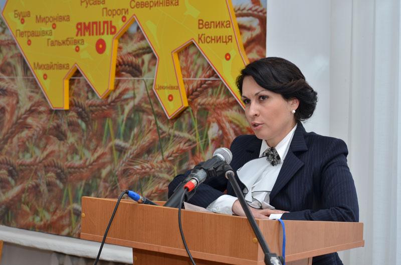 Оксана Калетник на прес-конференції у Ямполі