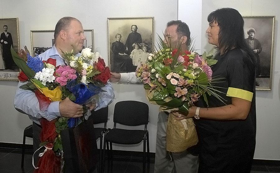 Два Володимира подарували вінничанам до 650-річчя міста  виставку раритетних світлин на шовку