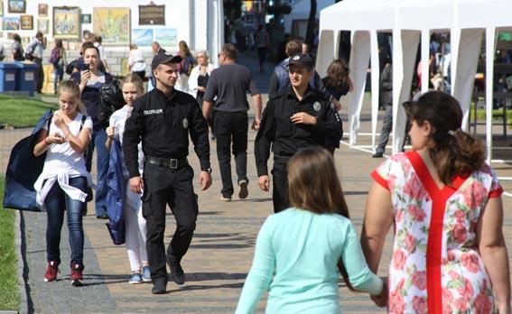 Спокій вінничан під час святкових заходів охороняють понад 500 поліцейських та нацгвардійців