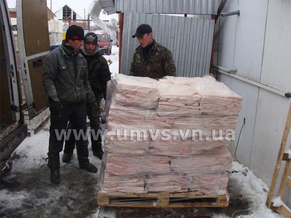 У Козятинському районі в мікроавтобусі «Mercedes» виявили більше 3-х тонни сала невідомого походження