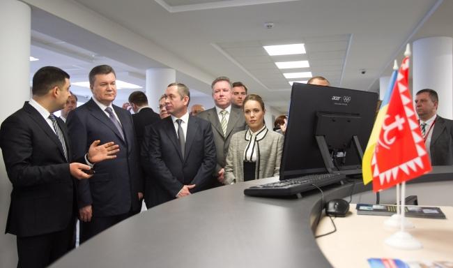 """Віктор янукович у """"Прозорому офісі"""""""