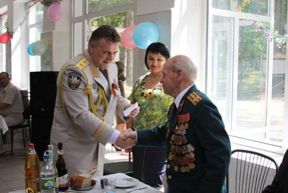 Ветеранів Великої вітчизняної війни відзначили почесними грамотами, грошовими преміями та відзнаками УМВС та Асоціації ветеранів МВС України